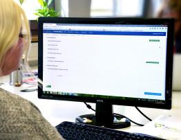 Mit Hilfe einer interaktiven Online-Kommunikationsplattform können Pflegende, Hausärzte und Apotheker bei InTherAKT Daten zur Medikation und zur Begleitsymptomatik von Altenheimbewohnern erheben, austauschen und analysieren.